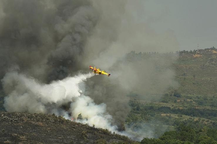 Arde Ourense: máis de 8.000 hectáreas arrasadas e novo perigo para as casas en Vilariño de Conso